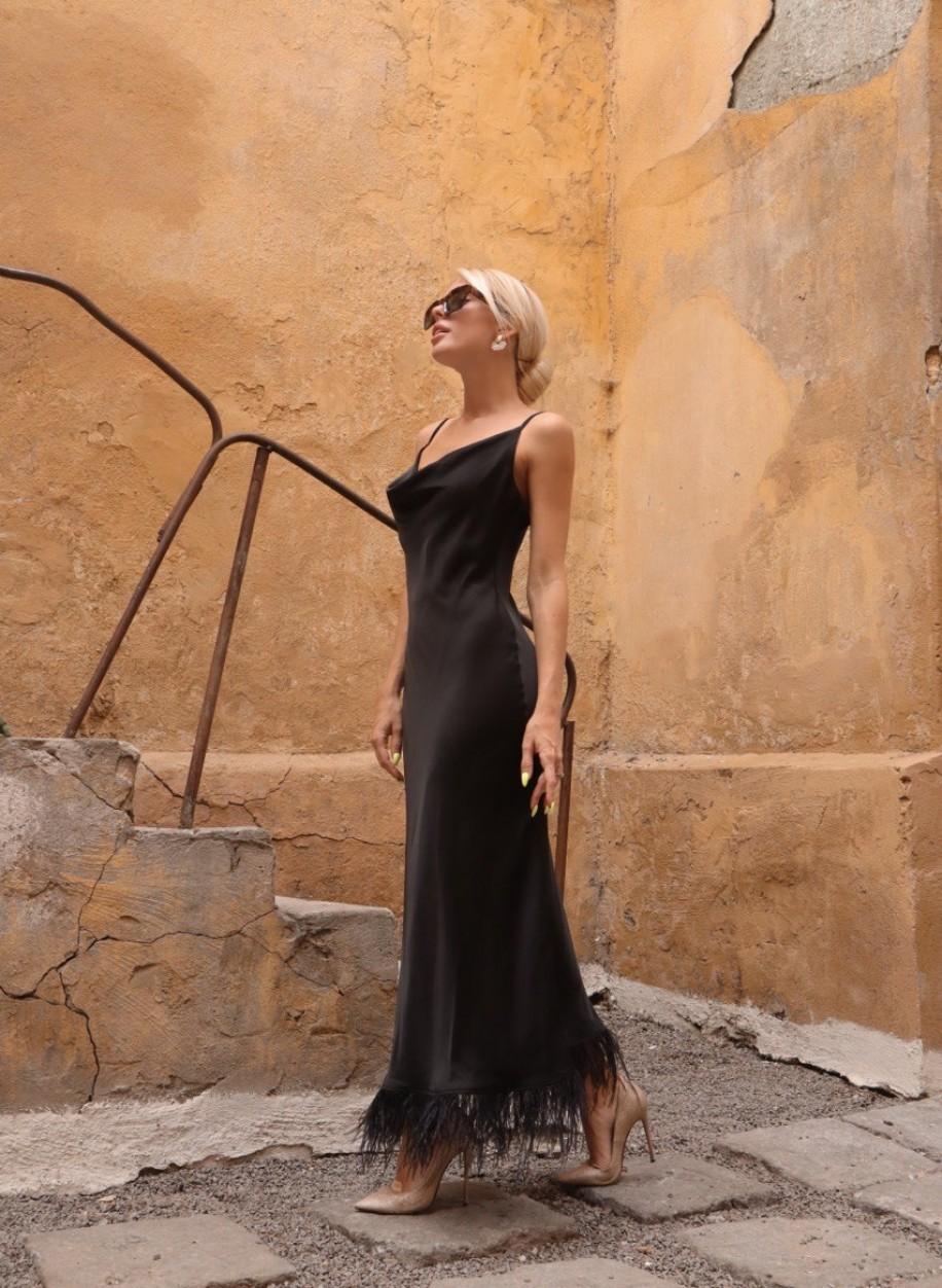 Шелковое платье-комбинация с перьями