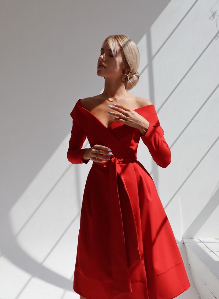 Платье с открытыми плечами Снежана