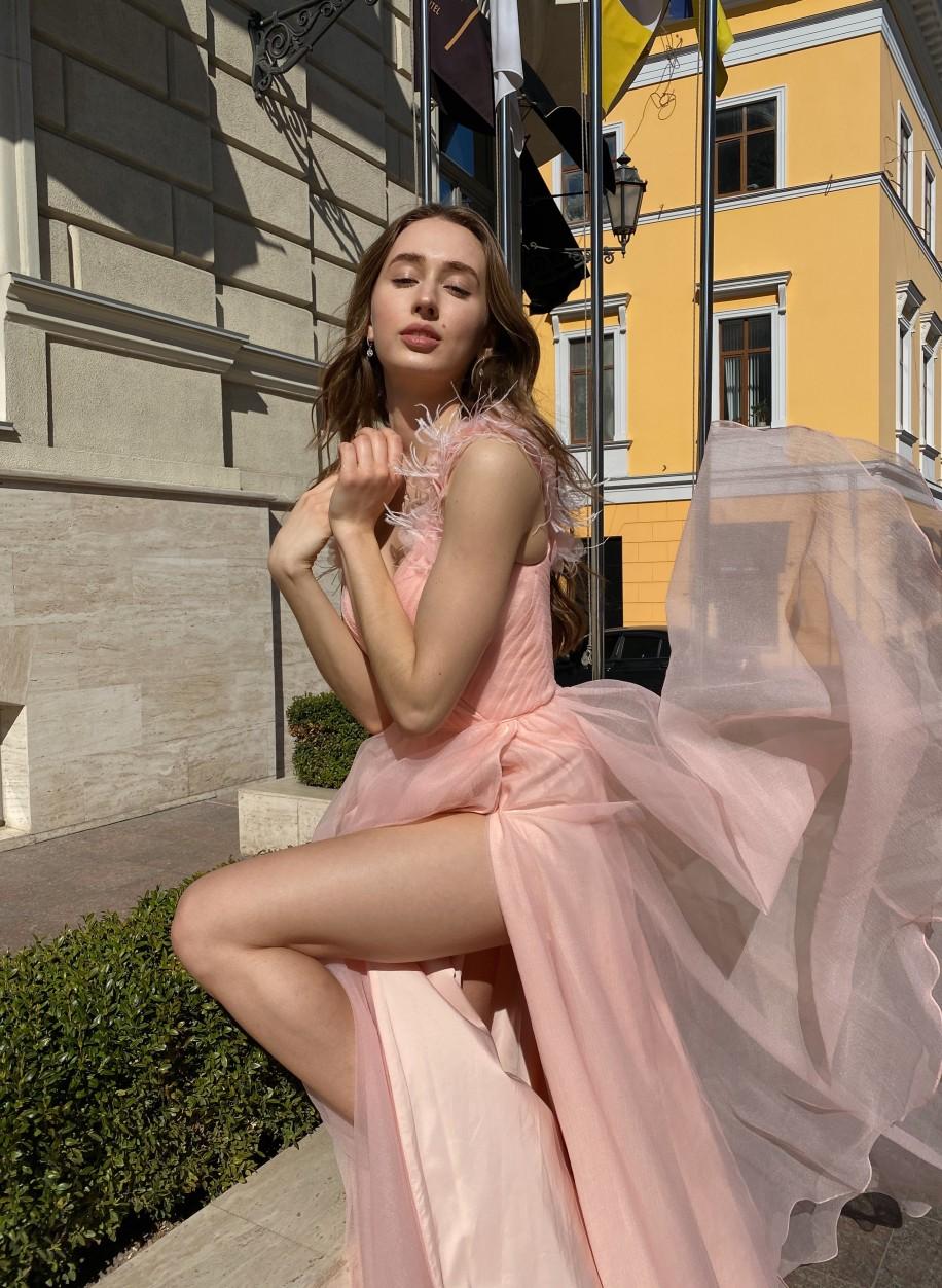 Пудровое платье Sherri Hill с разрезом 19