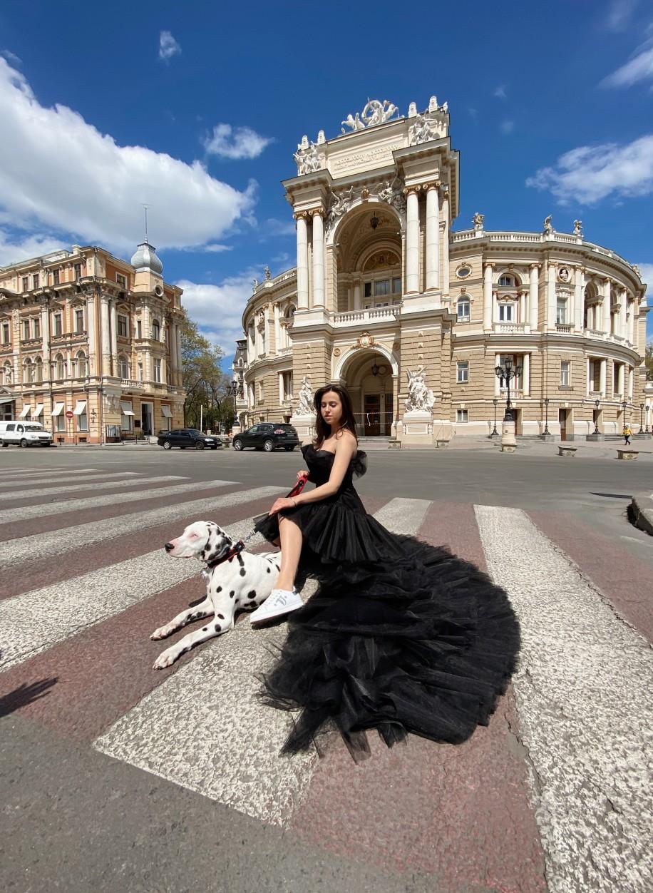 Чёрное платье-трансформер с длинным шлейфом Ariamo 2033