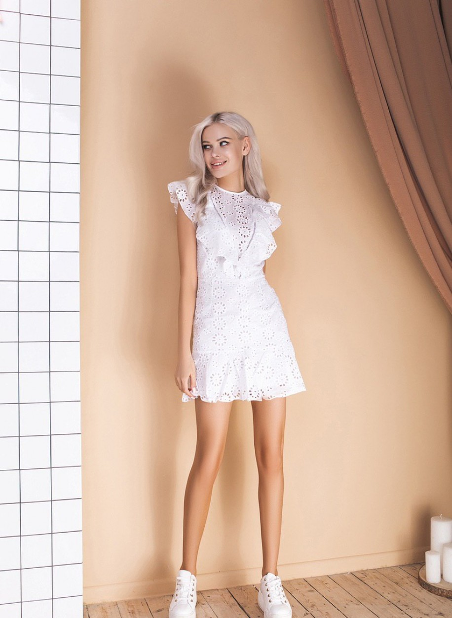 Лаконичное платье 180
