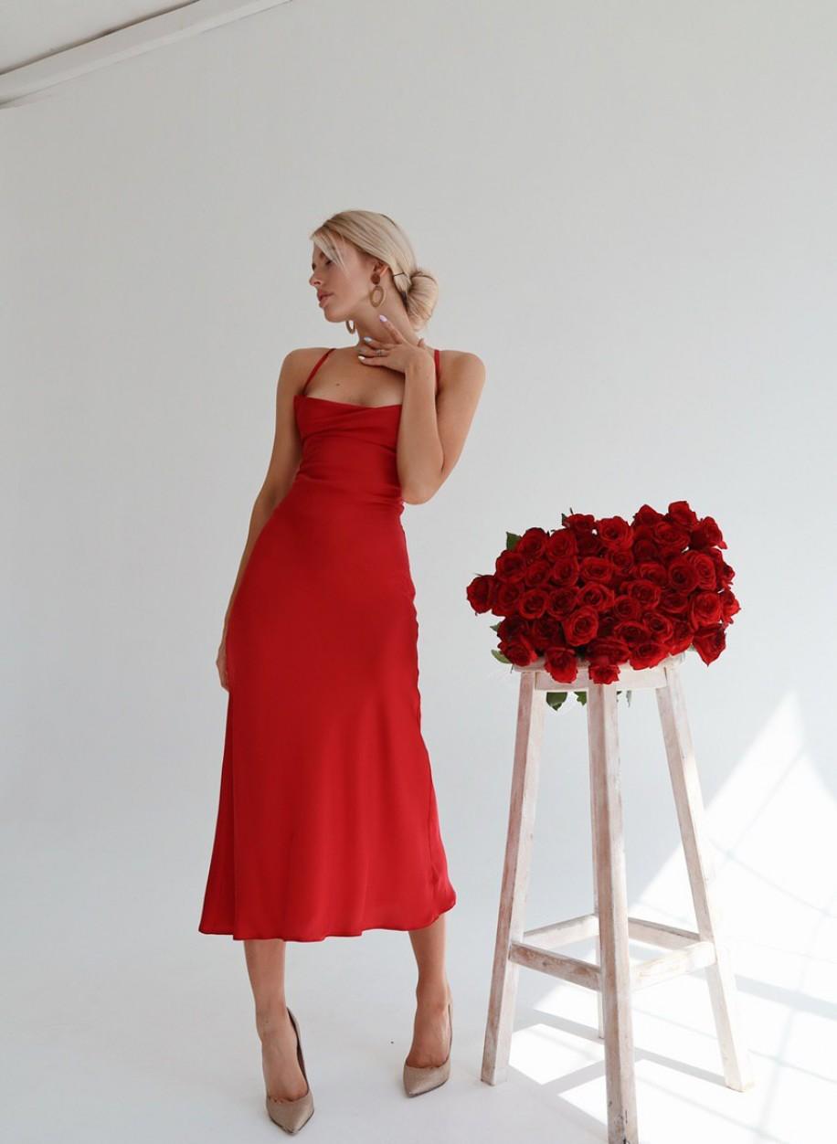 Красная комбинация с открытой спиной Нинель