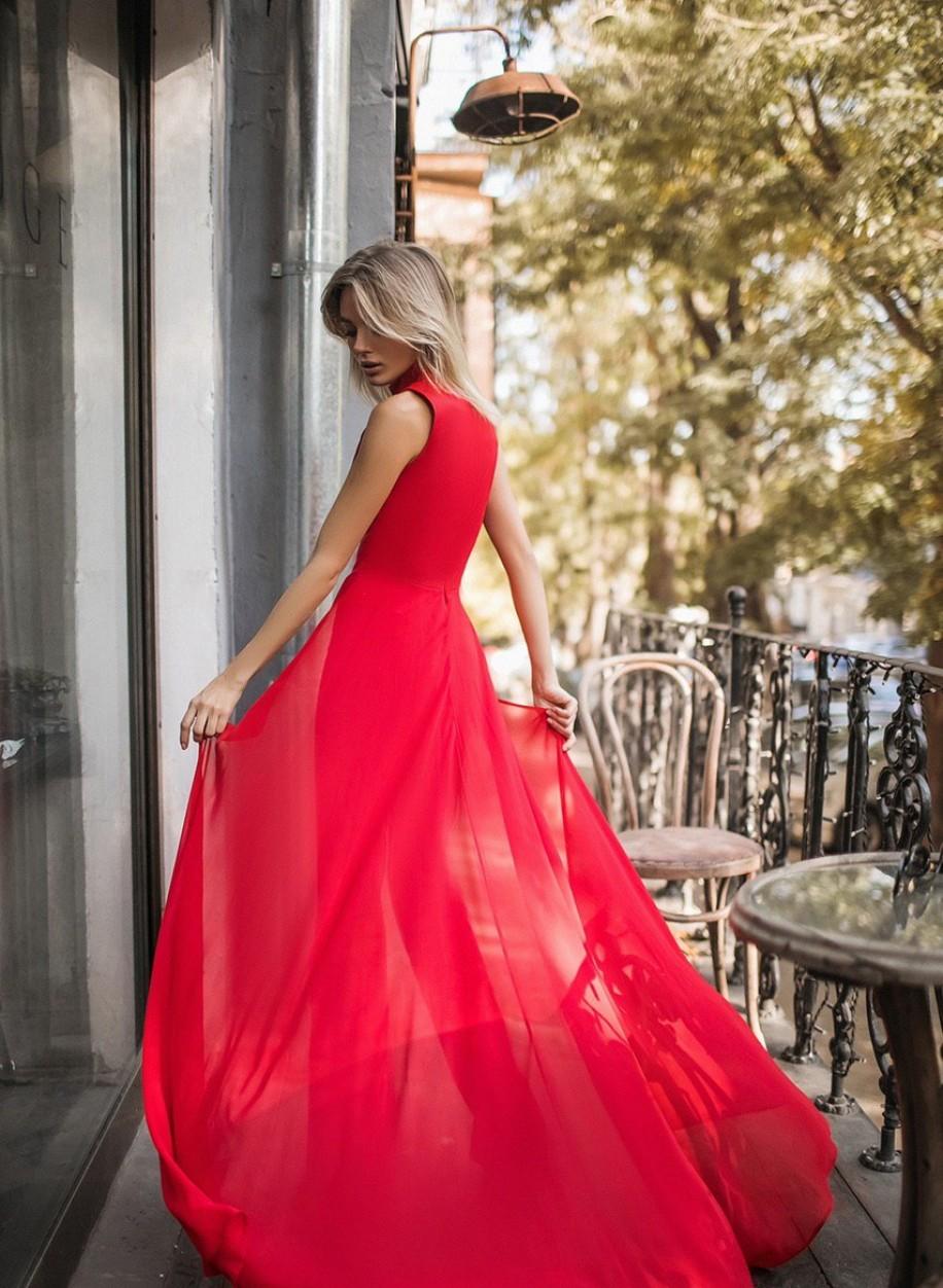 Комбинезон красного цвета 343