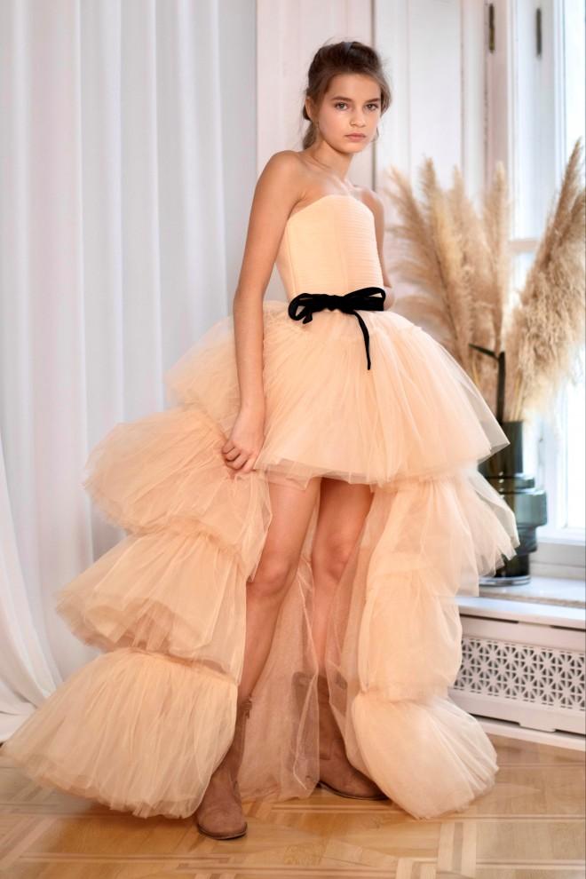 Нарядное платье со шлейфом Валери