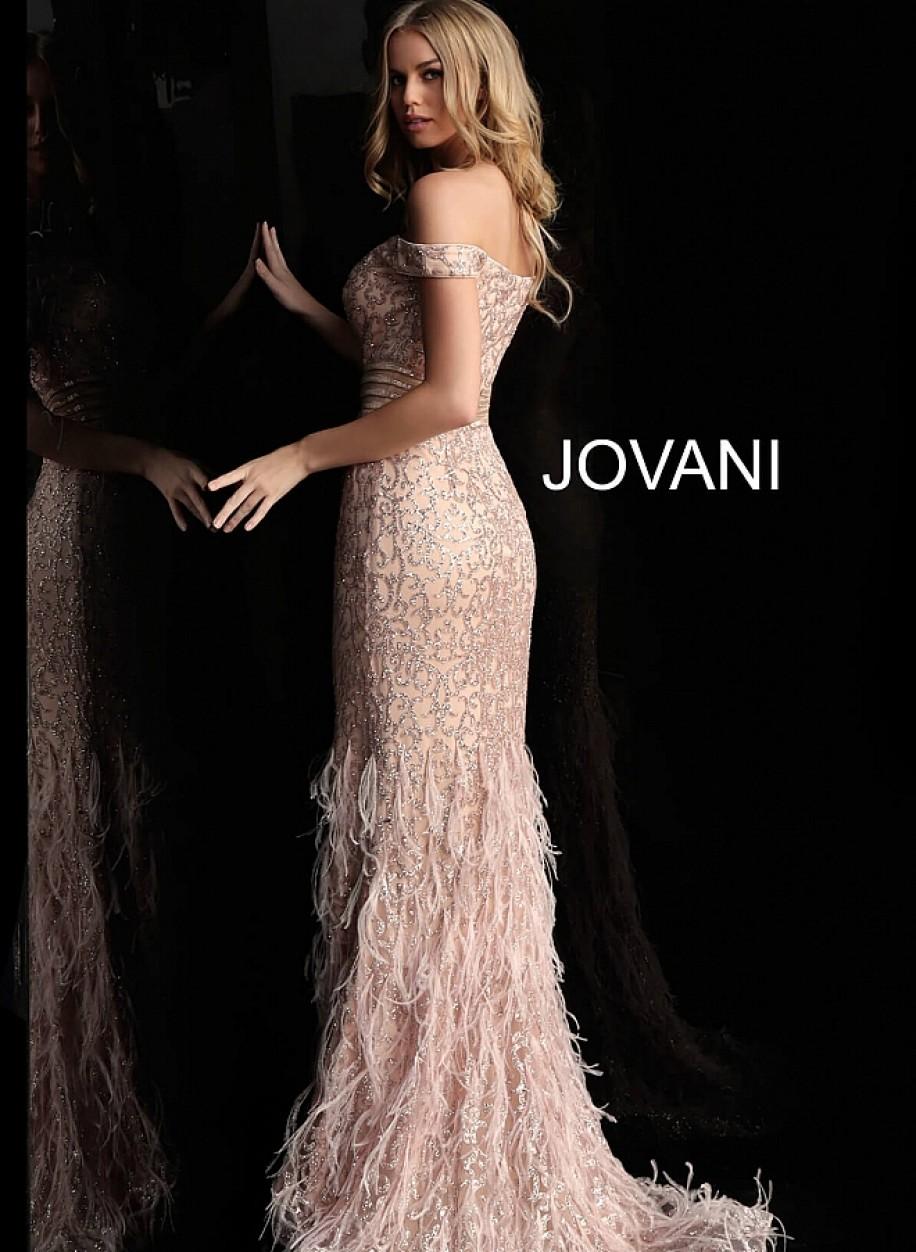 Пудровое вечернее платье с перьями Jovani 62744