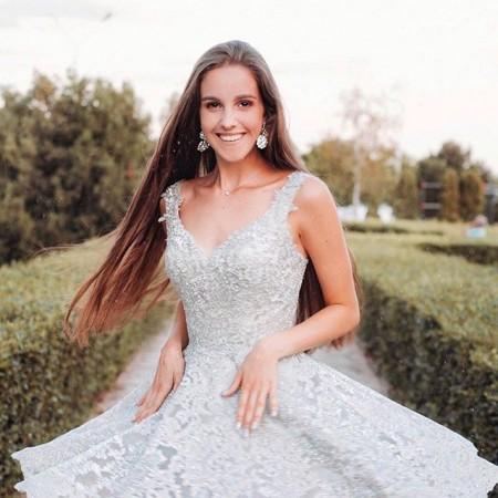 Солнечная и яркая наша @amandos29 🤩 Девочки мы работаем с 10:00 до 19:00, каждый день без выходных 🙈 Пушкинская 39, ждём тебя на примерку будь то свадебное или вечернее платье 💫 . #платьевпол  #платьеНаЗаказ #платьевналичии #платьеукраина #платьедлядевочки #платьенавыход #платьемиди #платьелапша #платьеневесты #платьерубашка #платьенапрокат #платьенакаждыйдень #платье2018 #платьедляфотосессии #платьепринцессы #платьеподзаказ #платьеодесса #платьескружевом #платьевофис #платьесошлейфомуфа