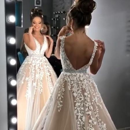 Мы не понимаем, как может быть так красиво? 🔥 Нежная, очаровательная наша @follow_best_queen в нашем платье от Sherri Hill 🤩 . #омкф2019 #омкф #одесса #10кинофестиваль #одессакинофестиваль #платьемарсала #платьеручнойработы #платьекрасивое #платьеслюрексом #платьедляподружкиневесты #платьенаденьрождение #платьечерное #платьесцветами #платьев #платьегипюр #платьезаказать #платьеизшелка #платьедлясвадьбы #платьеспицами