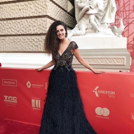 А вот и долгожданные фоточки с нашей @ester.borodinska в ШИКАРНОМ платье от Jovani 😍 на Красной дорожке 10 Одесского Международного Кинофестиваля ❤️ @odesa_film_festival ⭐️ P. S. Если ты, вдруг, забыла о втором наряде, на закрытие Кинофестиваля 😱 Мы ждём тебя на Пушкинской 39 ❤️ График работы: с 10:00 до 19:00 💫 . #la_novale #topblogger #lanovale #омкф #омкф2019 #oiff #oiff2019 #odessa #odesa #ОМКФ #instatag #weddingparty #bride #bridesmaid #happy #happyday #bestday #bestoftheday #bestofday #love #forever #свадьба  #свадьбы #свадьбе  #свадьба2018 #свадьбамечты #свадьбасвадьба #невеста #невеста2018 #жених #женихиневеста